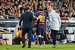 Lionel Messi of FC Barcelona leaves the field injured during the La Liga 2018-19 match between FC Barcelona and Sevilla FC at Camp Nou Stadium on October 20 2018 in Barcelona, Spain. Photo by Vicens Gimenez / Power Sport Images