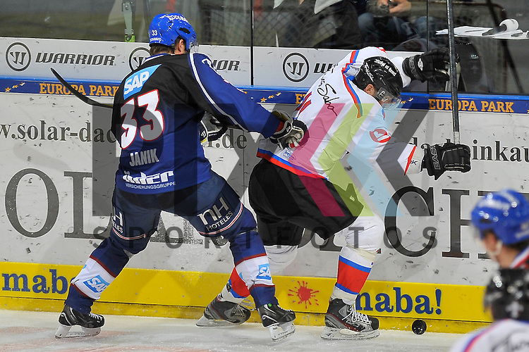 Mannheims Janik Jr. Douglas (Nr.33) gegen Nuernbergs Ryan Bayda (Nr.11)  beim Spiel in der DEL, Adler Mannheim - Nuernberg Ice Tigers.<br /> <br /> Foto &copy; Ice-Hockey-Picture-24 *** Foto ist honorarpflichtig! *** Auf Anfrage in hoeherer Qualitaet/Aufloesung. Belegexemplar erbeten. Veroeffentlichung ausschliesslich fuer journalistisch-publizistische Zwecke. For editorial use only.