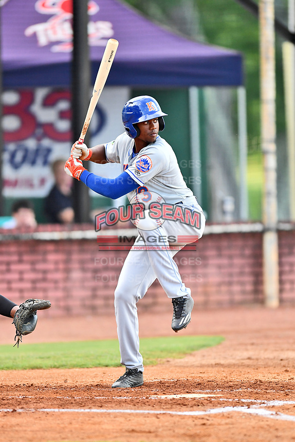Kingsport Mets shortstop L.A. Woodard (11) swings at a pitch during a game against the Elizabethton Twins at Joe O'Brien Field on August 7, 2018 in Elizabethton, Tennessee. The Twins defeated the Mets 16-10. (Tony Farlow/Four Seam Images)