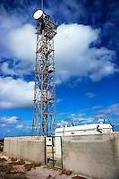 Radarturm zur Ueberwachung der Europaischen Aussengrenzen: SPANIEN, MALLORCA, 06.10.2013: Radarsystem zur Ueberwachung der Europaeischen und Spanischen Aussengrenzen im Mittelmeer. Systemname SIVE.  System Integrado de Vigilancia Exterior . Es wird eingesetzt in Spanien , um mehr Kontrolle ueber die suedliche Grenze entlang der Balearen im Mittelmeer und im Atlantik bei den Kanarischen Inseln zu haben. Kontrolle von  illegalen Einwanderung und Drogenhandel.<br /> Kampf gegen den Terrorismus, Informationsgewinnung, Kampf gegen illegale Fischerei, Piraterie, Schutz der Ressourcen, Verteidigung, Verkehrsmanagement Boote, Such-und Rettungseins&auml;tze, Aufgaben der Krisenbew&auml;ltigung und &Ouml;lverschmutzungen und Unf&auml;llen, sowie weitere Forschung zu unterst&uuml;tzen.<br /> Die SIVE wird von der Guardia Civil verwaltet.