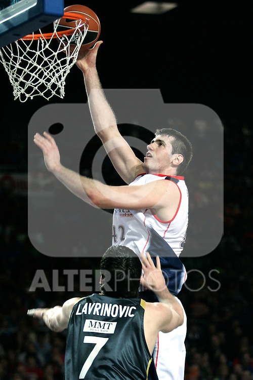 Caja Laboral's Stanko Barac (r) and Real Madrid's Darjus Lavrinovic during Spanish Basketball King's Cup match.(ALTERPHOTOS/Acero)