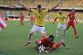 Santiago Arias en el partido contra Peru en el Estadio Metropolitano Roberto Melendez de Barranquilla el  8 de octubre de 2015.<br /> <br /> Foto: Archivolatino<br /> <br /> COPYRIGHT: Archivolatino<br /> Prohibido su uso sin autorizaci&oacute;n.