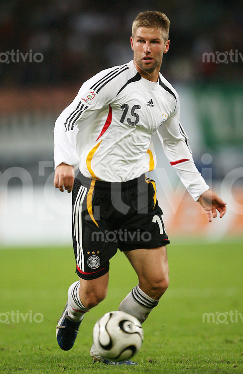 Fussball  International   Saison 2006/2007 Thomas HITZLSPERGER (Deutschland), Einzelaktion am Ball