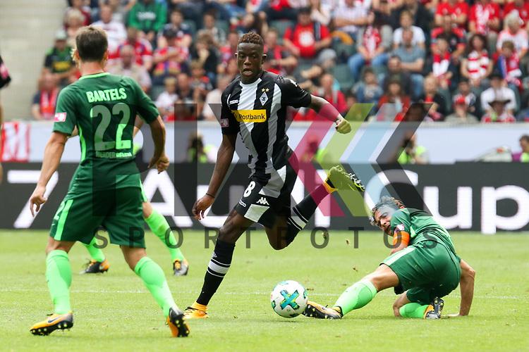 Gladbachs Zakaria (Nr.08) verliert den Ball beim Telecom Cup 2017 Borussia Moenchengladbach - SV Werder Bremen.<br /> <br /> Foto &copy; PIX-Sportfotos *** Foto ist honorarpflichtig! *** Auf Anfrage in hoeherer Qualitaet/Aufloesung. Belegexemplar erbeten. Veroeffentlichung ausschliesslich fuer journalistisch-publizistische Zwecke. For editorial use only.