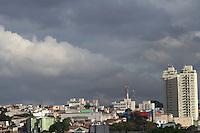 SAO PAULO, SP, 28/03/2013, CLIMA TEMPO. São Paulo  com nuvens carregadas  no céu nessa tarde de  Quinta-Feira (28), vespera de Feriado prolongado da Páscoa  na região do Ipiranga.FOTOS:MICHELLE SPREA/BRAZILPHOTOPRESS