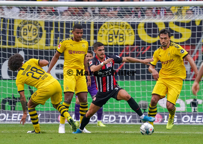 Andre Silva (Eintracht Frankfurt) gegen Axel Witsel (Borussia Dortmund), Mats Hummels (Borussia Dortmund), Manuel Akanji (Borussia Dortmund) - 22.09.2019: Eintracht Frankfurt vs. Borussia Dortmund, Commerzbank Arena, 5. Spieltag<br /> DISCLAIMER: DFL regulations prohibit any use of photographs as image sequences and/or quasi-video.