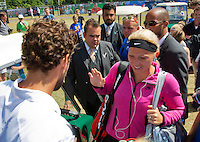 Netherlands, Rosmalen , June 10, 2015, Tennis, Topshelf Open, Autotron, Robin Haase (NED) just comes from the court and runs into Michaella Krajicek who goes on the court<br /> Photo: Tennisimages/Henk Koster