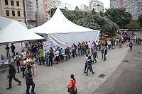 """SAO PAULO, SP, 14.05.2015 - EMPREGO-SP - Movimentação das tendas do programa """"Semana do Trabalho, Emprego e Renda, no vale do Anhangabaú, centro de São Paulo, nesta quinta-feira (14). O evento já recebeu mais de 7.300 visitantes. (Foto: Douglas Pingituro / Brazil Photo Press)"""