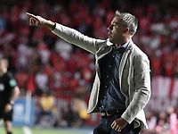 CALI - COLOMBIA, 17-11-2019: Lucas Pusineri técnico del Cali gesticula durante partido por la fecha 3, cuadrangulares semifinales, de la Liga Águila II 2019 entre América de Cali y Deportivo Cali jugado en el estadio Pascual Guerrero de la ciudad de Cali. / Lucas Pusineri coach of Cali gestures during match for the date 3, quadrangular semifinals, as part of Aguila League II 2019 between America de Cali and Deportivo Cali played at Pascual Guerrero stadium in Cali. Photo: VizzorImage / Gabriel Aponte / Staff