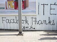 TUNISIA dopo la rivoluzione: scritta murale su Facebook a Tunisi.