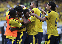 BARRANQUILLA - COLOMBIA -22-03-2013: Jugadores de la Selección Colombia celebran el gol anotado a Bolivia, durante  partido Colombia - Bolivia en el Estadio Metropolitano Roberto Meléndez en la ciudad de Barranquilla, marzo 22 de 2013. Partido de la 11 ª fecha de las Clasificatorias Sudamericanas para la Copa Mundial de la FIFA Brasil 2014. (Foto: VizzorImage / Luis Ramírez / Staff). The players of Colombia celebrate a goal scored against Bolivia, during a match Colombia - Bolivia at the Metropolitan Stadium Roberto Melendez in Barranquilla city, on March 16, 2013. Game of the 11th round of the South American Qualifiers for the FIFA World Cup Brazil 2014. (Photo: VizzorImage / Luis Ramirez / Staff.)