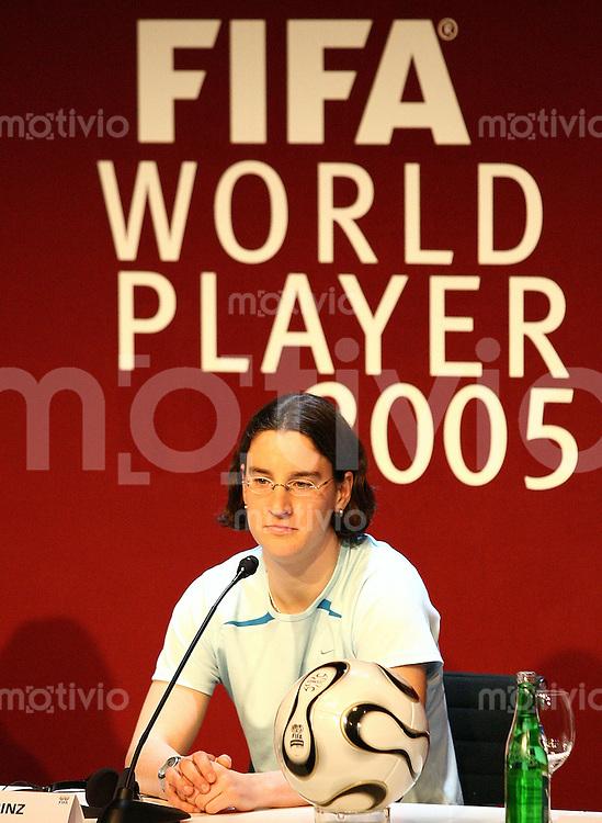 Fussball International FIFA Weltfussballerinn 2005 Birgitt Prinz (GER)