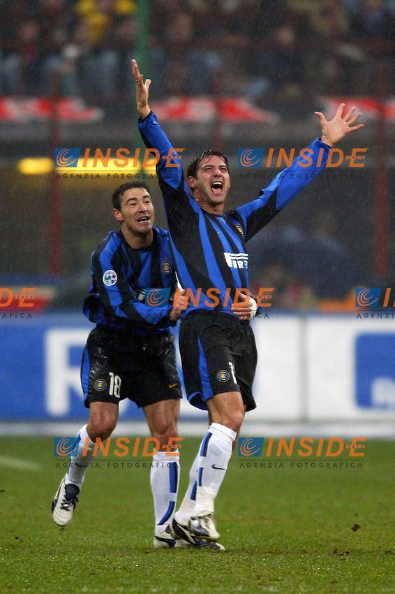 Milano 21/2/2004<br /> Milan Inter 3-2<br /> L'esultanza di Stankovic e Gonzalez dopo il vantaggio dell'Inter<br /> Kili Gonzalez (left) and Dejan Stankovic celebrate goal of 1-0 for Inter scored by Dejan Stankovic<br /> Foto Andrea Staccioli Insidefoto