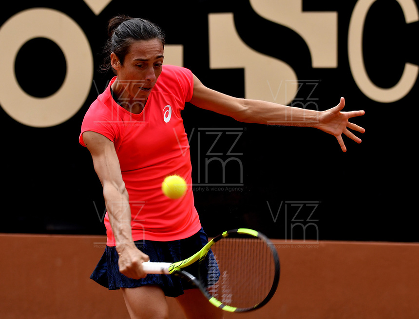 BOGOTA - COLOMBIA – 15 – 04 - 2017: Francesca Schiavonne de Italia, devuelve la bola a Lara Arruabarrena de España, durante partido por el Claro Colsanitas WTA, que se realiza en el Club Los Lagartos de la ciudad de Bogota. / Francesca Schiavonne from Italy, returns the ball to Lara Arruabarrena from Spain, during a match for the WTA Claro Colsanitas, which takes place at Los Lagartos Club in Bogota city. Photo: VizzorImage / Luis Ramirez / Staff.