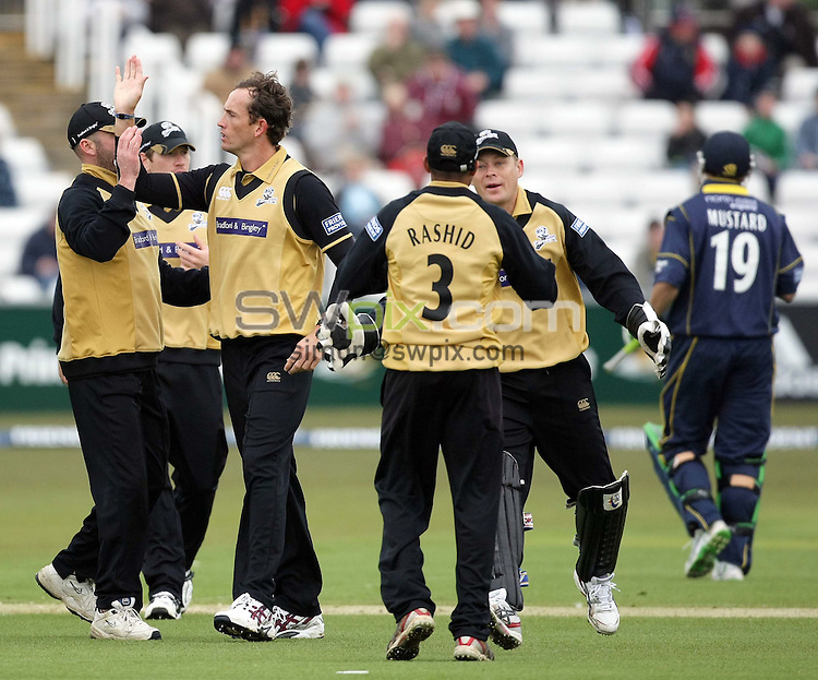 PICTURE BY VAUGHN RIDLEY/SWPIX.COM - Cricket - Friends Provident Trophy - Durham v Yorkshire - The Riverside, Durham, England - 20/04/08...Copyright - Simon Wilkinson - 07811267706..Yorkshire's Deon Kruis celebrates with teammates as Adil Rashid catches Durham's Phil Mustard (R) out for 25.