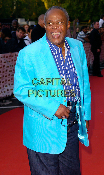 SAM MOORE.MOBO Awards 2006, Royal Albert Hall, London, UK.September 20th, 2006.Ref: CAN.Mobos full length blue turquoise jacket striped stripes shirt floral print.www.capitalpictures.com.sales@capitalpictures.com.©Can Nguyen/Capital Pictures.