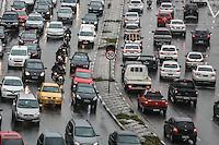 SÃO PAULO, SP, 23.11.2015 - TRANSITO-SP - Tráfego intenso de veículos nos dois sentidos do Viaduto Júlio de Mesquita Filho, no bairro da Bela Vista, região central de São Paulo,nesta segunda-feira, 23. (Foto: Vanessa Carvalho/Brazil Photo Press)