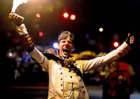 BARRANQUILLA - COLOMBIA, 3-02-2018:La noche de La Guacherna del Carnaval de Barranquilla se solidarizó con la Policia Nacional por los atentados del ELN /The night of La Guacherna of the Carnival of Barranquilla was in solidarity with the National Police for the attacks of the ELN : Vizzorimage / Alfonso Cervantes / Contribuidor