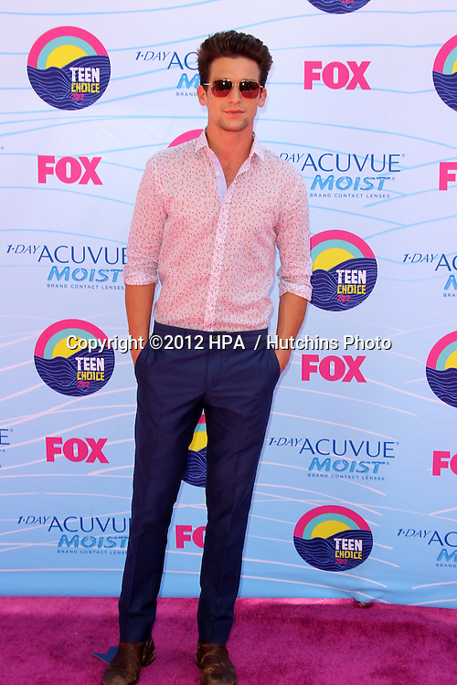LOS ANGELES - JUL 22:  Daren Kagasoff arriving at the 2012 Teen Choice Awards at Gibson Ampitheatre on July 22, 2012 in Los Angeles, CA