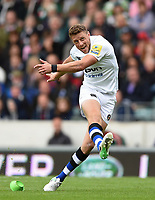 Rhys Priestland of Bath Rugby kicks for the posts. Aviva Premiership match, between Leicester Tigers and Bath Rugby on September 3, 2017 at Welford Road in Leicester, England. Photo by: Patrick Khachfe / Onside Images