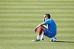 Nederland,Katwijk, 6 september 2012.seizoen 2012/2013.Het Nederlands elftal traint bij Quick boys in Katwijk .Robin van Persie ziet het even niet meer zitten en rust uit op een bal