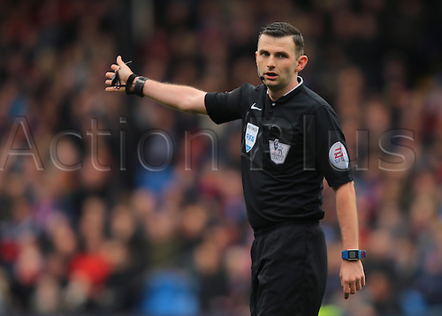09.04.2016. Selhurst Park, London, England. Barclays Premier League. Crystal Palace versus Norwich. Referee Michael Oliver awards a goal kick to Crystal Palace