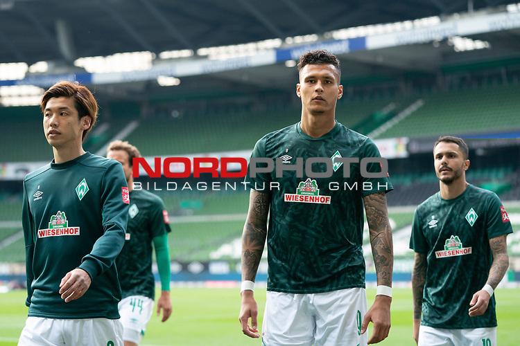 Yuya Osako (Werder Bremen #08)<br /> Davie Selke  (SV Werder Bremen #09)<br /> Leonardo Bittencourt  (Werder Bremen #10)<br /> Philipp Bargfrede (Werder Bremen #44)<br /> Spieler nach  der Aufwaermpase <br /> <br /> Sport: Fussball: 1. Bundesliga: Saison 19/20: <br /> 26. Spieltag: SV Werder Bremen vs Bayer 04 Leverkusen, 18.05.2020<br /> <br /> Foto ©  gumzmedia / Nordphoto / Andreas Gumz / POOL <br /> <br /> Nur für journalistische Zwecke! Only for editorial use!<br />  DFL regulations prohibit any use of photographs as image sequences and/or quasi-video.