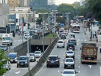 São Paulo - SP - 03fev2012 - Transito bom nesta manhã na Av Cidade Jardim nos dois sentidos. Foto: Mauricio Camargo - News Free.