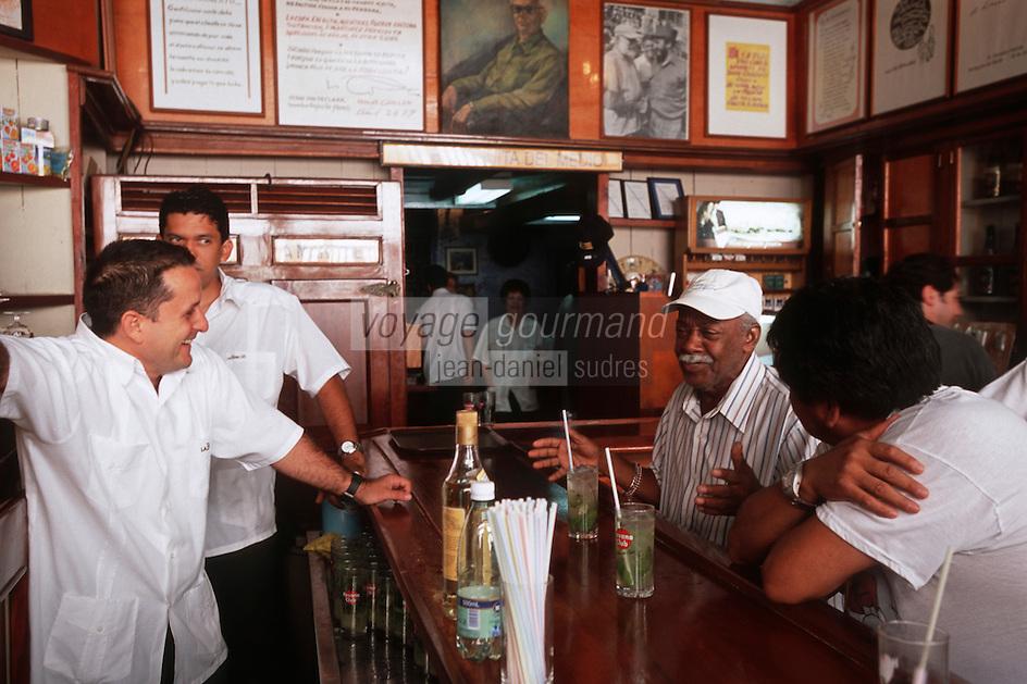 """Cuba/La Havane: Au bar """"La Bodeguita del Medio"""" Calle empedrado n°207, La Habana Vieja le mojito participe à l'ambiance"""