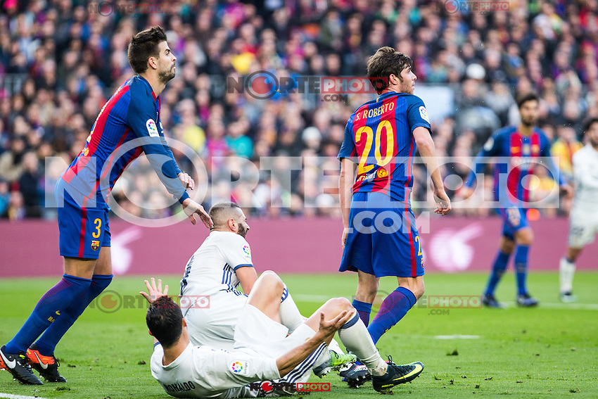 FC Barcelona's Gerard Pique, Sergi Roberto, Real Madrid's  Cristiano Ronaldo during spanish La Liga match between Futbol Club Barcelona and Real Madrid  at Camp Nou Stadium in Barcelona , Spain. Decembe r03, 2016. (ALTERPHOTOS/Rodrigo Jimenez) /NORTEPHOTO.COM