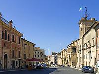 Italien, Latium, Tarquinia: Piazza Nazionale mit Palazzo Comunale + Fontana Monumentale | Italy, Lazio, Tarquinia: Piazza Nazionale with Palazzo Comunale + Fontana Monumentale