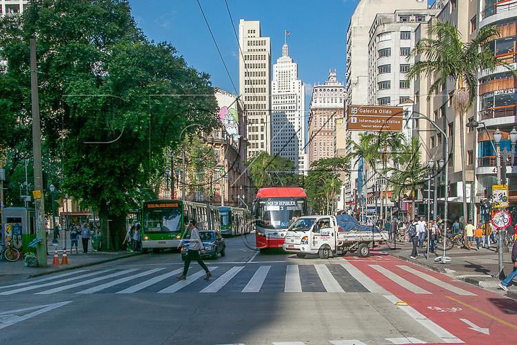 Avenida São João na altura do Largo do Paissandú ao fundo Edifício Martinelli e Edifício Altino Arantes, São Paulo - SP, 07/2016.