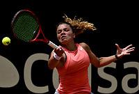BOGOTÁ-COLOMBIA, 11-04-2019: Jasmine Paolini de Italia, devuelve la bola Lara Arruabarrena de España, durante partido por el Claro Colsanitas WTA, que se realiza en el Carmel Club en la ciudad de Bogotá. / Jasmine Paolini of Italy, returns the ball against Lara Arruabarrena of Spain, during a match for the WTA Claro Colsanitas, which takes place at Carmel Club in Bogota city. / Photo: VizzorImage / Luis Ramírez / Staff.