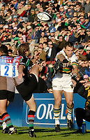 Twickenham.  GREAT BRITAIN, Saints, Mark ROBINSON, [right]]charges down, Andy GOMARSALL's clearence kickduring the, Guinness Premiership game between, NEC Harlequins and Northamption Saints, on Sat., 04/11/2006, played at the Twickenham Stoop, England. Photo, Peter Spurrier/Intersport-images].....