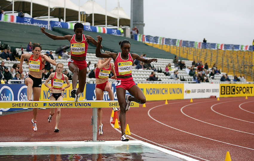 Photo: Paul Thomas/Richard Lane Photography..Norwich Union British Grand Prix, Sheffield. 15/07/2007...Korine Hinds (R) and Mardrea Hyman (both JAM) during the women's 3000m steeplechase.