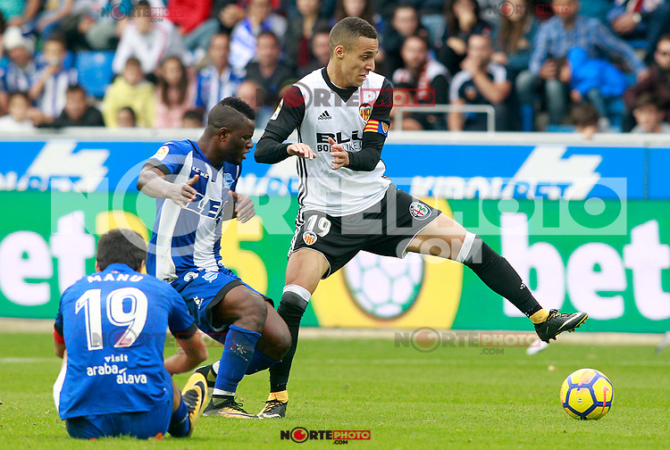 Deportivo Alaves' Manu Garcia (l) and Wakaso Mubarak (c) and Valencia CF's Rodrigo Moreno during La Liga match. October 28,2017. (ALTERPHOTOS/Acero) /NortePhoto.com