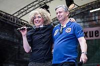 Berlin, Berlins Regierender Bürgermeister Klaus Wowereit (SPD, r.) bei der Eröffnung des schwul-lesbischen Stadtfestes, am Samstag (15.06.13) in Berlin. Foto: Maja Hitij/CommonLens