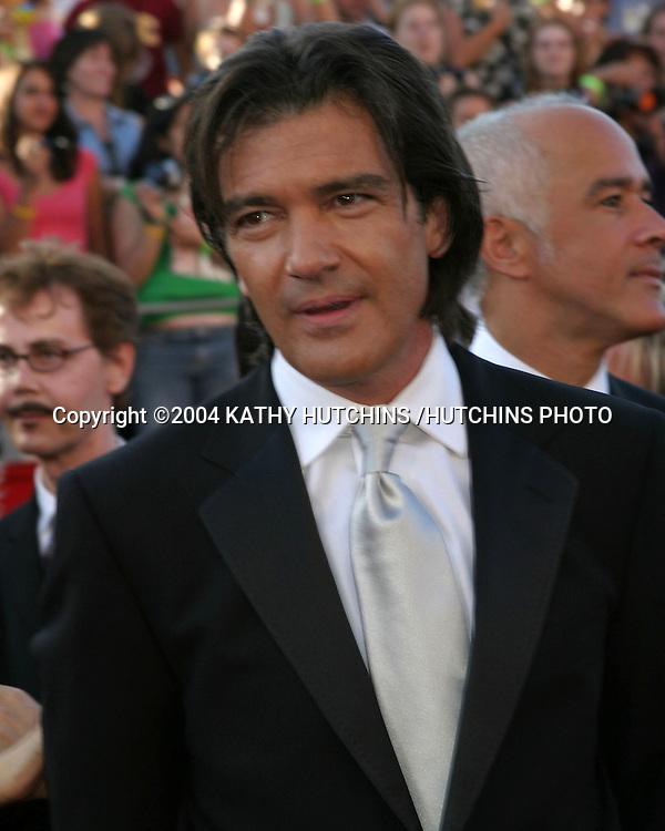 ©2004 KATHY HUTCHINS /HUTCHINS PHOTO.56TH PRIMETIME EMMY'S.SHRINE AUDITORIUM.LOS ANGELES, CA.SEPTEMBER 19, 2004..ANTONIO BANDERS
