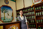 NEPAL Kathmandu, Bodnath, tibetan Shechen hospital, tibetan medicine dispensary / Stadtteil Bodnath (auch Boudha, Boudnath) ,  Shechen hospital, tibetische Medizin, Apotheke