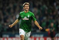 FUSSBALL   1. BUNDESLIGA    SAISON 2012/2013    8. Spieltag   SV Werder Bremen - Borussia Moenchengladbach  07.10.2012 Niclas Fuellkrug (SV Werder Bremen) bejubelt seinen Treffer zum 3:0