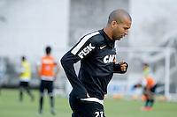 SAO PAULO, SP 27 SETEMBRO 2013 - TREINO CORINTHIANS - O jogador Emerson durante o treino de hoje, no Ct. Dr. Joaquim Grava. foto: Paulo Fischer/Brazil Photo Press.