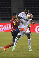 BARRANQUIILLA -COLOMBIA-11-02-2015. Francisco J. Palma (Izq) de Uniauntónoma disputa el balón con Miguel A. Murillo (Der) del Deportivo Cali en partido por la fecha 3 de la Liga Aguila I 2015 jugado en el estadio Metropolitano de la ciudad de Barranquilla./ Francisco J. Palma (L) player of Uniautonoma fights for the ball with  Miguel A. Murillo (R) player of Deportivo Cali during match valid for the third date of the Aguila League I 2015 played at Metropolitano stadium in Barranquilla city.  Photo: VizzorImage/Alfonso Cervantes/STR