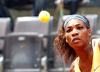 La statunitense Serena Williams in azione durante gli Internazionali d'Italia di tennis a Roma, 17 Maggio 2013..Serena Williams, of the United States, eyes the ball during the Italian Open Tennis WTA tournament in Rome, 17 May 2013.UPDATE IMAGES PRESS/Isabella Bonotto