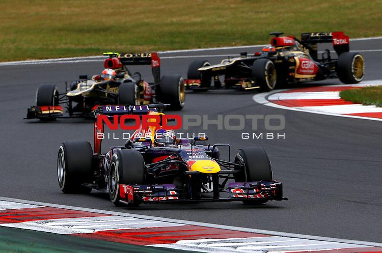 03.06.10.2013, Korea-International-Circuit, Yeongam, KOR, F1, Gro&szlig;er Preis von S&uuml;dkorea, Yeongam, im Bild Sebastian Vettel (GER), Red Bull Racing - Romain Grosjean (FRA) Lotus Renault F1 Team - Kimi Raikkonen (FIN), Lotus Renault F1 Team <br /> for Austria &amp; Germany Media usage only!<br />  Foto &copy; nph / Mathis