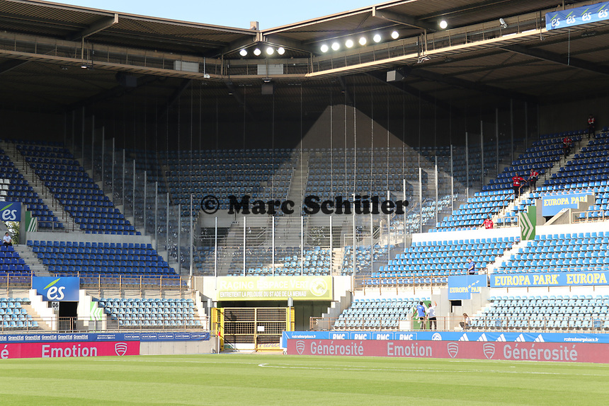 Käfig für die Gästefans im Stade de Meinau - 22.08.2019: Racing Straßburg vs. Eintracht Frankfurt, UEFA Europa League, Qualifikation, Commerzbank Arena<br /> DISCLAIMER: DFL regulations prohibit any use of photographs as image sequences and/or quasi-video.