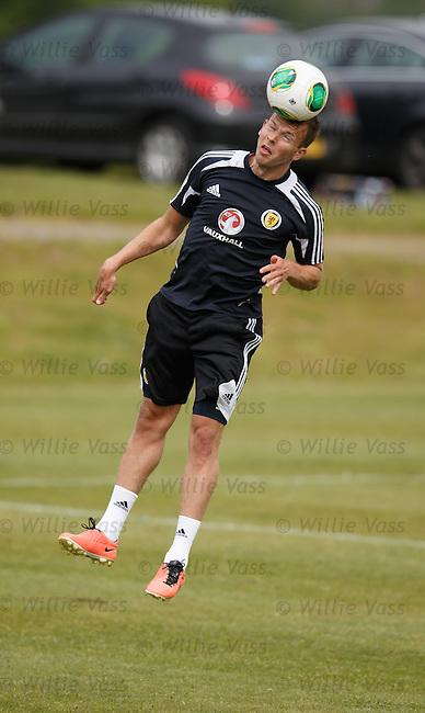 Jordan Rhodes flying to head the ball
