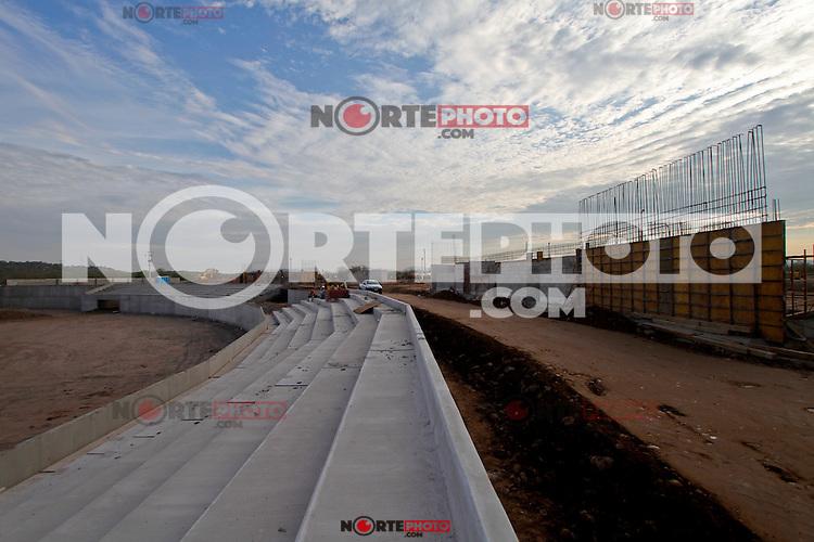 A menos de un a&ntilde;o de realizarse la Serie de Caribe 2013  en Hermosillo Sonora as&iacute; se ven los avances de la construcci&oacute;n de lo que sera la Sede  del clasico caribe&ntilde;o, tambi&eacute;n es  la nueva casa de Naranjeros, El &uml; Estadio Sonora &uml; albergada a mas de 15 fan&aacute;ticos con capacidad de crecimiento contara con &aacute;reas y dise&ntilde;o estilo ligas Mayores, ser&aacute; &uacute;nico en su tipo en America Latina.19/jul/2012..<br /> (*Photo&copy;:staff/NortePhoto)