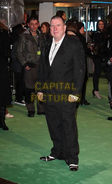 TIMOTHY SPALL.World Premiere of 'Alice In Wonderland' at the Odeon, Leicester Square, London, England..February 25th, 2010.full length black white suit jacket shirt trousers two tone shoes.CAP/ROS.©Steve Ross/Capital Pictures.