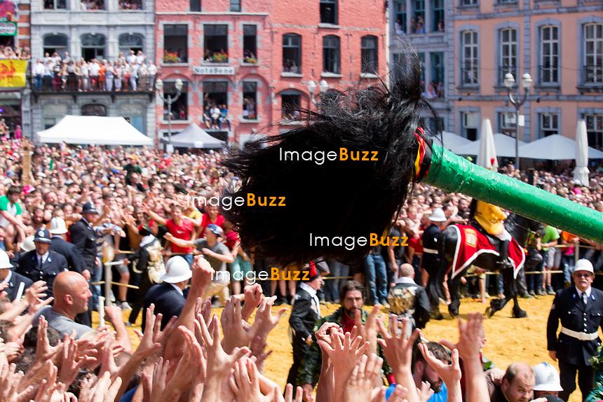 Michel Blanc assiste &agrave; la ducasse de Mons ou Doudou accompagn&eacute; par Elio Di Rupo, Maire ( Bourgmestre ) de la ville de Mons et Pr&eacute;sident du Parti socialiste belge. Le Doudou est une f&ecirc;te locale bas&eacute;e sur des traditions ancestrales qui a lieu tous les ans &agrave; Mons, en Belgique. L'origine de la f&ecirc;te remonte au Moyen &Acirc;ge.<br /> Belgique, Mons, 11 juin 2017.<br /> French actor Michel Blanc and Mons Mayor Elio Di Rupo of the city of Mons attend the Ducasse or Doudou '. The Doudou feast compromises two parts, a procession with the shrine of Waltrude and the fight between Saint George and the dragon.<br /> Belgium, Mons, 11 June 2017.