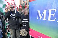 - Milano, manifestazione per lo sciopero nazionale dei bancari per il rinnovo del contratto e contro la diminuzione dei posti di lavoro<br /> <br /> - Milan, demonstration for the national strike of bank employees for renewal of the contract and against the reduction of jobs
